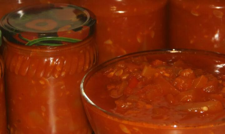 salat-iz-kabachkov-pertsa-i-pomidorov