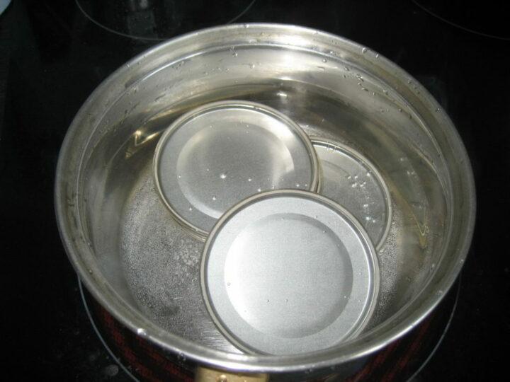 sterilizatsiya-kryshek