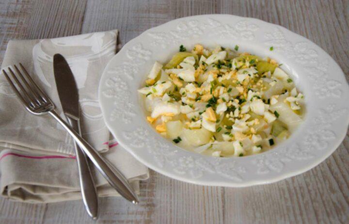 salat-iz-luka-poreya-s-yaytsom