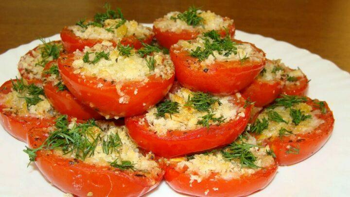 syr-s-chesnokom-i-mayonezom-na-pomidorakh