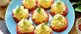 pomidory-s-syrom-chesnokom-i-yaytsom.jpg