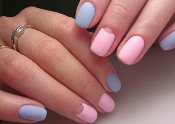 Маникюр розовый с голубым стильный и оригинальный