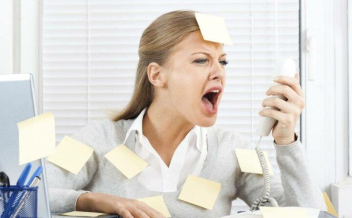 stress-provotsiruet-akne.jpg
