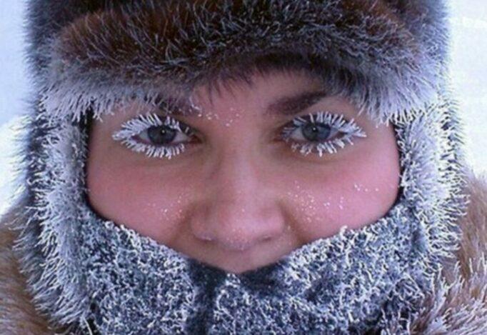 zimoy-ubirayte-volosy-pod-shapku.jpg